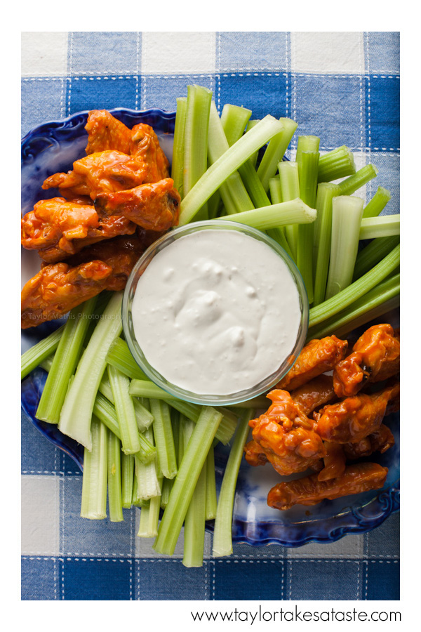 Blue_cheese_dressing_buffalo_wings_celery
